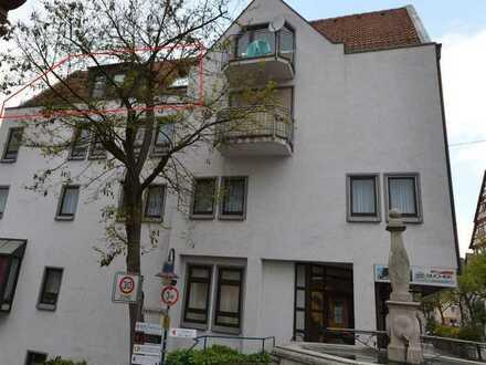 2,5 Zimmer DG Wohnung mit Balkon, Dachboden + Kellerraum
