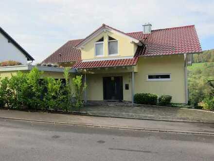 Helles und modernes 6,5-Zi-Einfamilienhaus in LÖ-Brombach mit herrlicher Aussicht