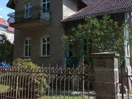 Sehr schöne teilsanierte Immobilie mit Charme und Potential auf großem, sonnigem Grundstück !!!