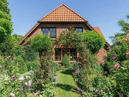 Gepflegtes Einfamilienhaus mit prachtvollem Garten und zusätzlichem Bauplatz