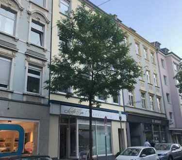 PROVISIONSFREIE - Vollständig renovierte 4-Zimmer-Wohnung mit großer Dachterrasse in Düsseldorf