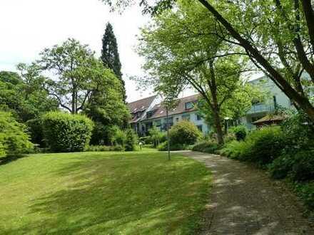 Schöne komfortable Wohnung im Herzen von Bad Krozingen, Balkonblick in eine traumhafte Parkanlage