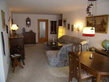 Zimmer mit großzügiger Nutzung der Wohnung