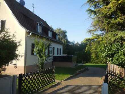 ++ moderne 4 Zi.Whg. in 2-Fam.Haus & großer Garten ++