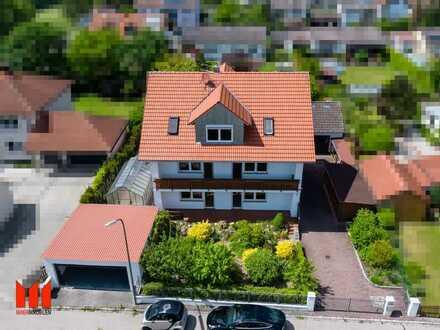 MAIER - Geräumiges saniertes Zweifamilienhaus mit Garagen, Gewächshaus und Pool