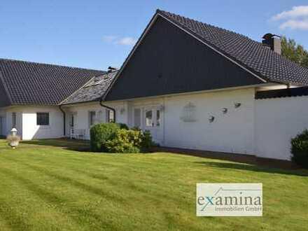 Stilvolles Einfamilienhaus mit toller Ausstattung, großem Garten und Doppelgarage.