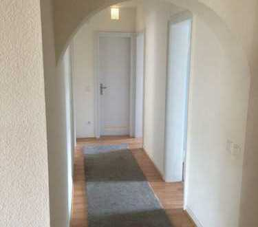 Großes Zimmer + großes Wohnzimmer + Balkon mit bester Lage!