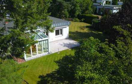 Moderner Bungalow mit Einlieger-Wohnung - 176qm Wohn-/Nutzfläche plus Traumgarten