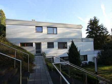 Bonn - Bad Godesberg-Schweinheim: Repräsentative 4-Zimmer-Eigentumswohnung mit wunderbarer Terrasse