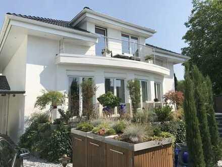 Extravagantes freistehendes Einfamilienhaus in Rheinau