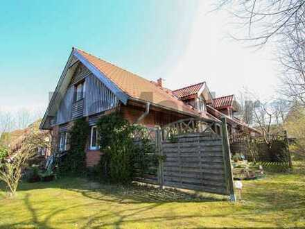 Nutzungsvielfalt in Seenähe: Vermietetes MFH mit 2-4 WE, Garten und Sauna in Bosau