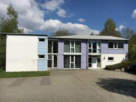 Vielseitig nutzbares, gepflegtes Büro-Praxis-Schulungs-Atelier-Gebäude in Owingen.