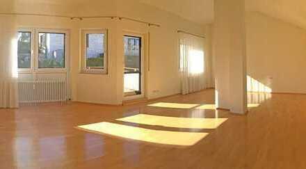 Stilvolle, gepflegte 2,5-Zimmer-DG-Wohnung mit Balkon und EBK in Stuttgart Heumaden