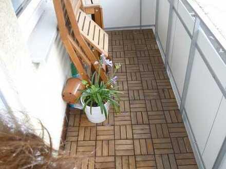**Schicke City-Wohnung + Balkon + EBK + PKW-Stellplatz**