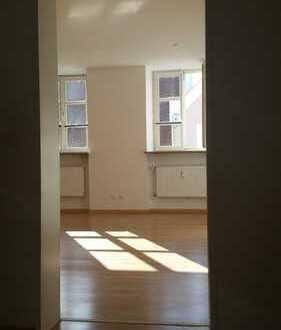 Stilvolle, gepflegte 3-Zimmer-Wohnung mit Balkon und EBK in Landshut