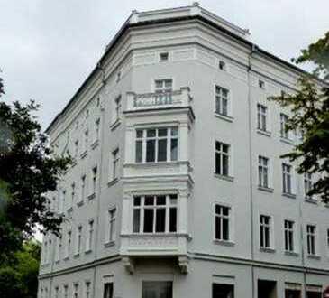 Barrierefrei mit Balkon und Dachterrasse, in einem eleganten Stadthaus am schönen Elisabethplatz!