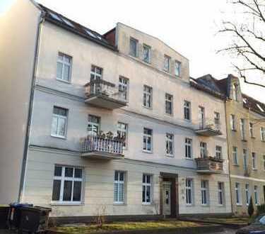 ***Schöne helle große Wohnung sucht Sie - mit Nord-und Südbalkon***