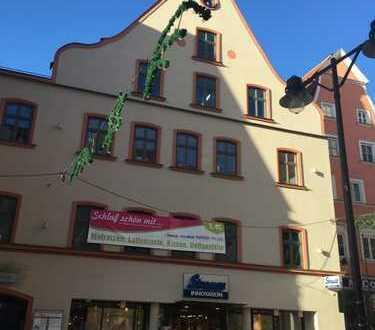 E & Co. - 5,7% Rendite - Repräsentatives Wohn- und Geschäftshaus in der Ingolstädter Fußgängerzone.
