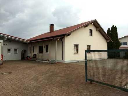 Wohnhaus mit Halle/Werkstatt im Gewerbemischgebiet auf 2.300 m² Grund zu verkaufen
