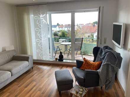 Helle 2 ZKB-Wohnung mit neuwertiger EBK und Balkon mit Blick bis zum Haardtgebirge