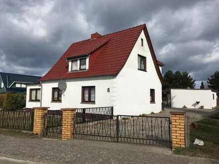 Großes Grundstück mit Potential inkl. Einfamilienhaus mit Einliegerwohnung, Garage und 2 Ferienbunga