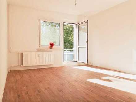 Frisch renovierte 4-Raum-Wohnung mit Balkon & Badewanne in Hutholz