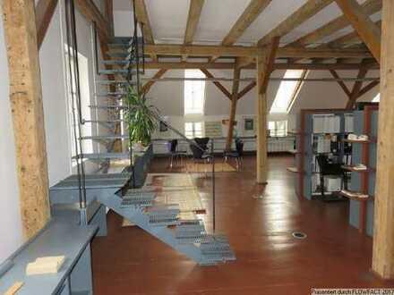 Bürogebäude mit großem Grundstück in ruhiger Lage!