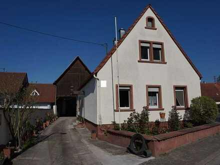 **Modernisiertes Haus mit Scheune und Garten in Leimersheim**