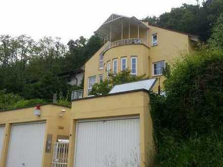 TOP Rendite ! Wohlfühloase auf dem Südhang 3 Familienhaus mit Garagen in Niefern