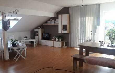 Helle und ruhige Dachgeschosswohnung, 300 €, 60 m²,