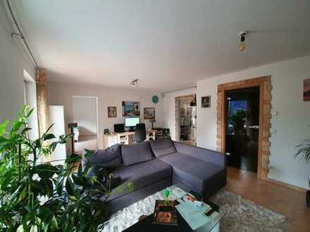 Stilvolle, vollständig renovierte 2-Zimmer-Wohnung mit Terrasse, EBK und Stellplatz in Pfinztal