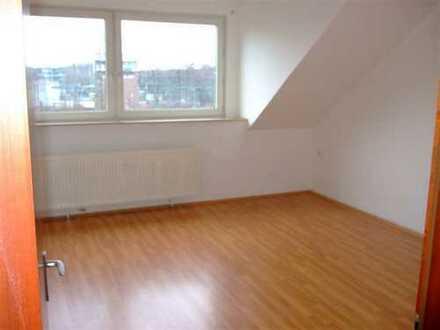 Renovierte 3 Zimmer-Wohnung in Citynähe!!! WG geeignet!!!