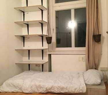 Freies Zimmer mitten in Kreuzberg! / Free room in the heart of X-Berg