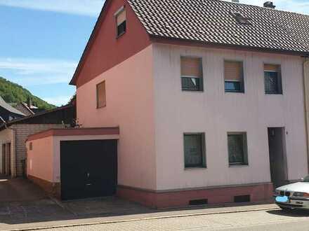 Doppelhaushälfte mit Garage, Garten und überdachter Terrasse!