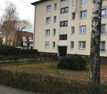 Günstige, modernisierte 3-Zimmer-Wohnung mit Balkon und Einbauküche in Bremen