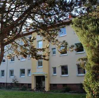 In der beliebten Neustadt! Gute Lage: moderne + sanierte 1 Zimmer-Wohnung + Balkon....