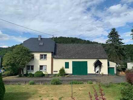 Schönes Einfamilienhaus mit Einliegerwohnung und Wirtschaftsgebäude in der Vulkaneifel