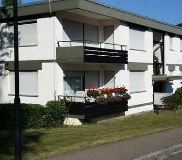 Gepflegte 2-Zimmer-Hochparterre-Wohnung mit Balkon und Einbauküche in Badenweiler