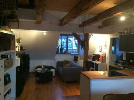 Individuelle 2,5-Zimmer-Maisonette-Wohnung mit Loggia und Einbauküche in Fürth