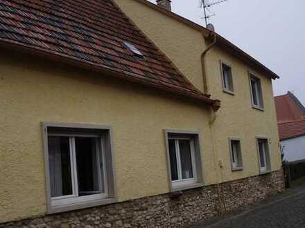 Modernisiertes Einfamilienhaus mit vier Zimmern und EBK in Gau-Odernheim