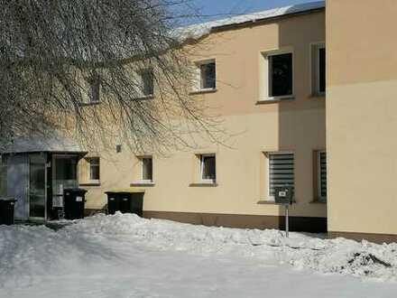 Preiswerte, gepflegte 3-Zimmer-Wohnung mit Einbauküche in Gröditz
