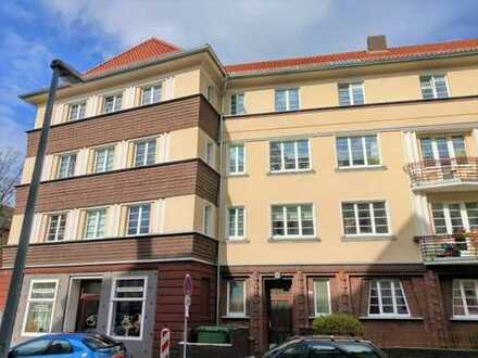Wohnung mit vier Zimmern und Balkon in saniertem Altbau
