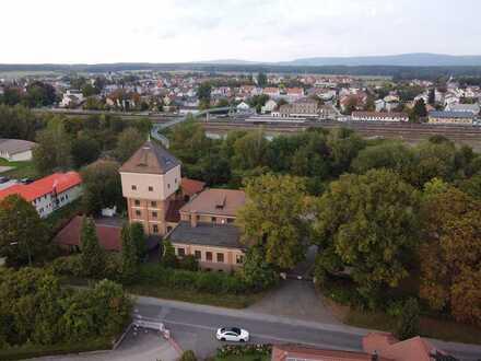Wahrzeichen von Speichersdorf - historischer Wasserturm mit Lagerhalle auf ca. 4.000 qm Grundstück