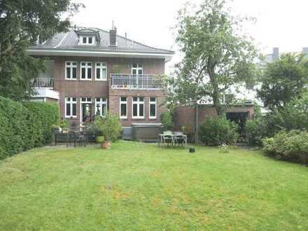 AC-Soers - Lux. Einfamilienhaus mit Garten und 2 Garagen in ruhiger Seitenstraße
