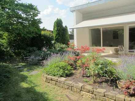 Schöne 4,5-Zimmer-Wohnung mit atemberaubendem Garten an der Achalm