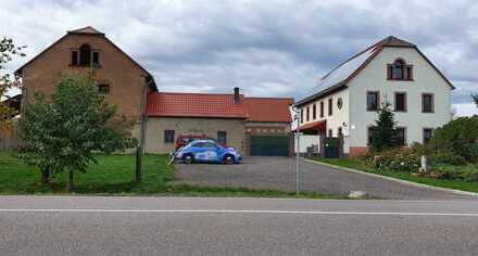 3-Seiten Bauernhof - Alleinlage mit 25.000 m² Land und herrlicher Aussicht auf den Rochlitzer Berg .