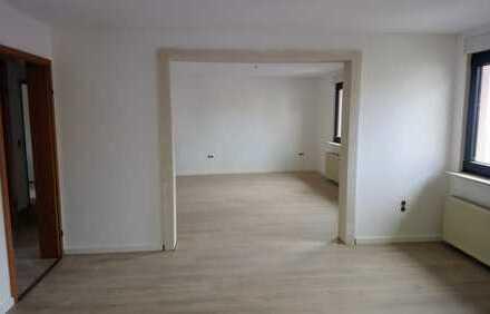 Erstbezug nach Renovierung 5-Zimmer-Maisonette-Wohnung mit Balkon in Hösbach
