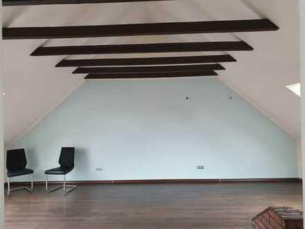 Gepflegte 3-Zimmer-Maisonette-Wohnung mit Balkon und Einbauküche in Bremen