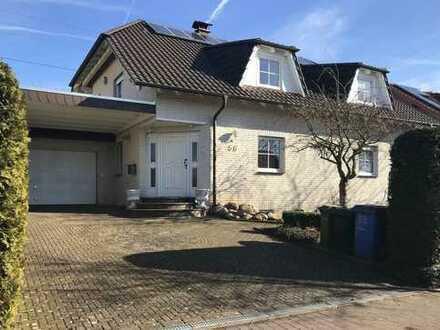 Repräsentatives Einfamilienhaus mit Garage und Carport in Bovenden