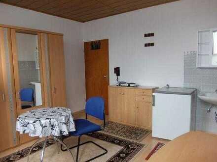 08_WO6427 Helles, möbliertes, ruhiges Zimmer mit Gemeinschaftsbad für Wochenendheimfahrer / Regen...